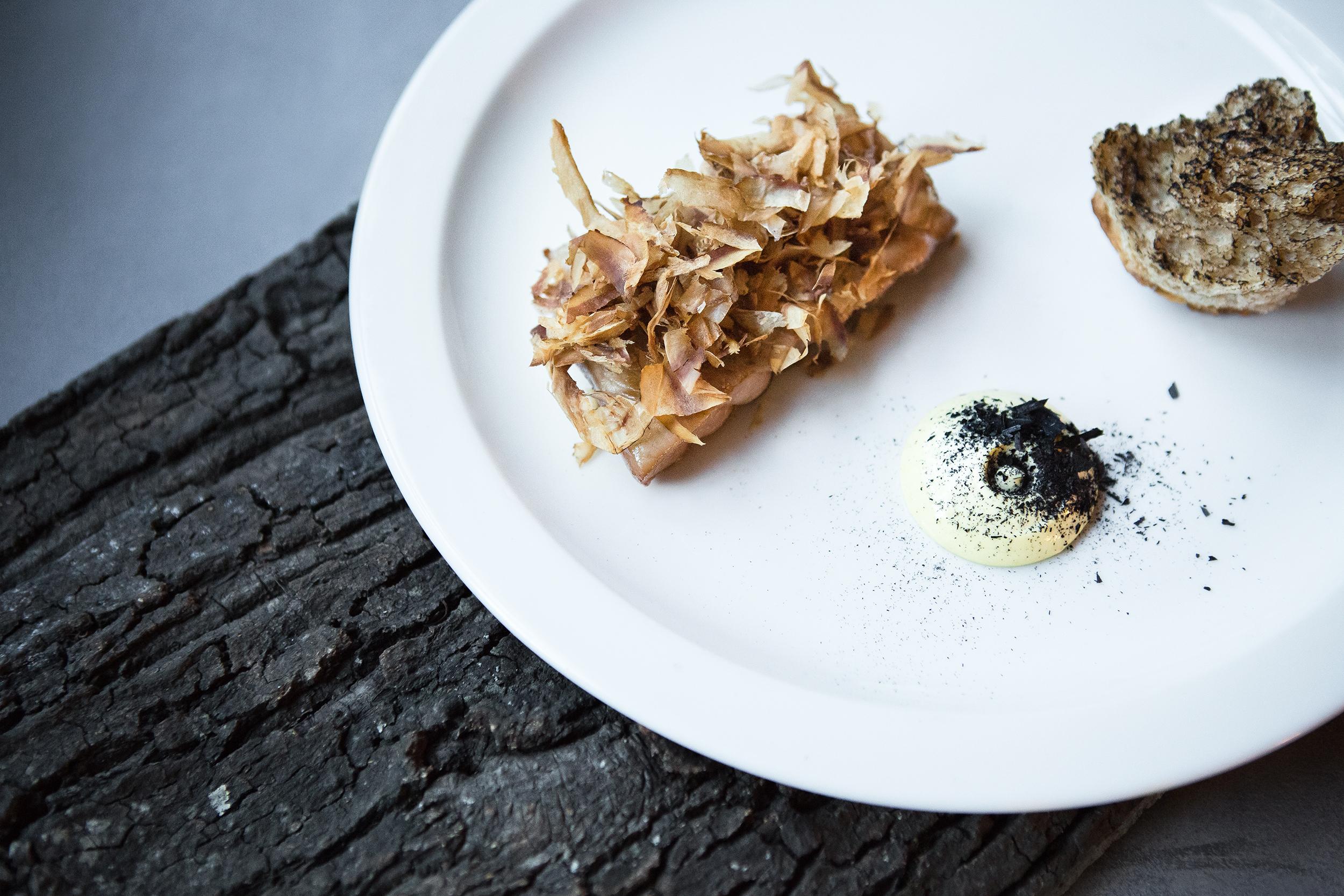 Ресторан Björn - Тунец маринованный жареный копчёный