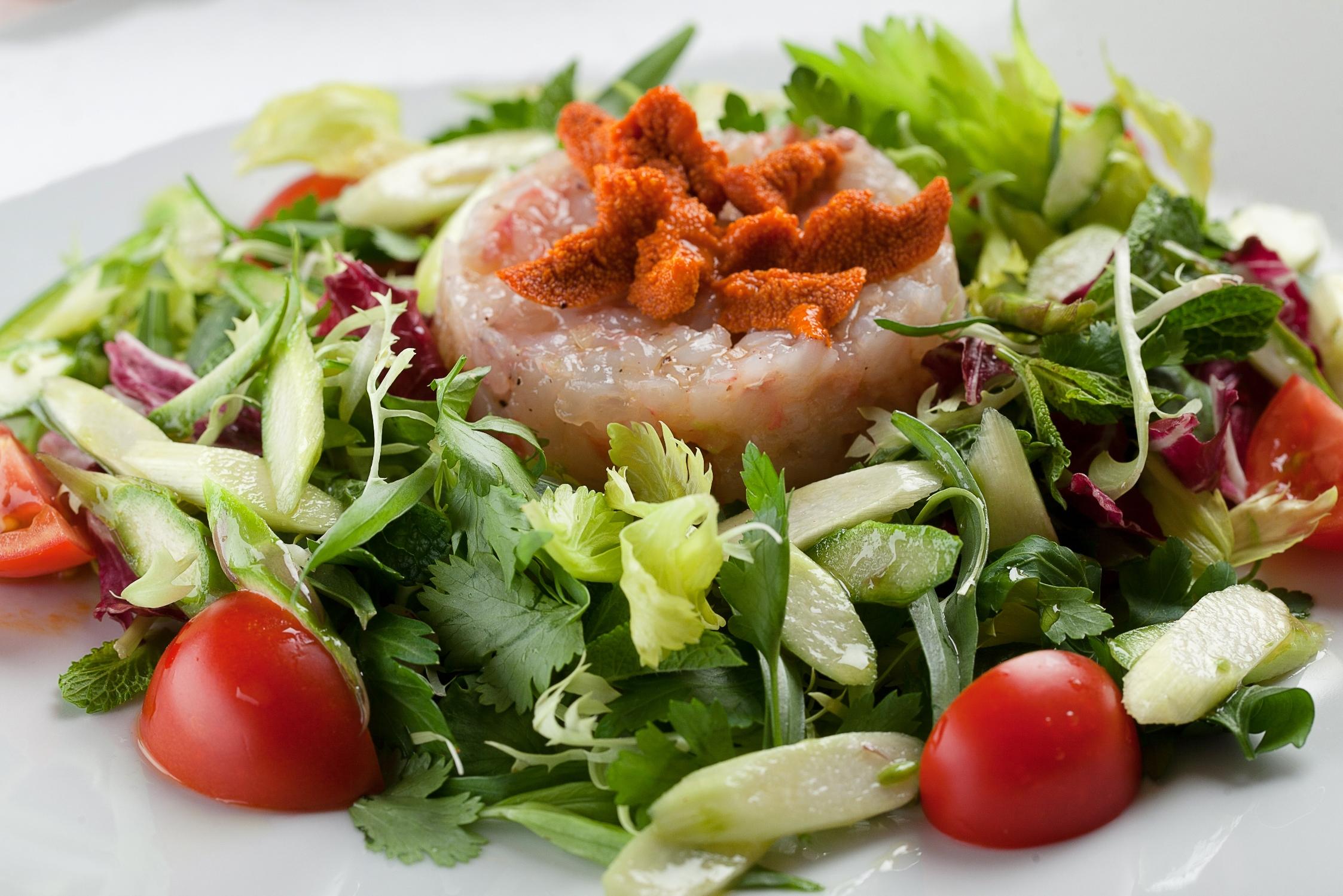 Ресторан La Marée - тартар из Лакедры с икрой морского ежа
