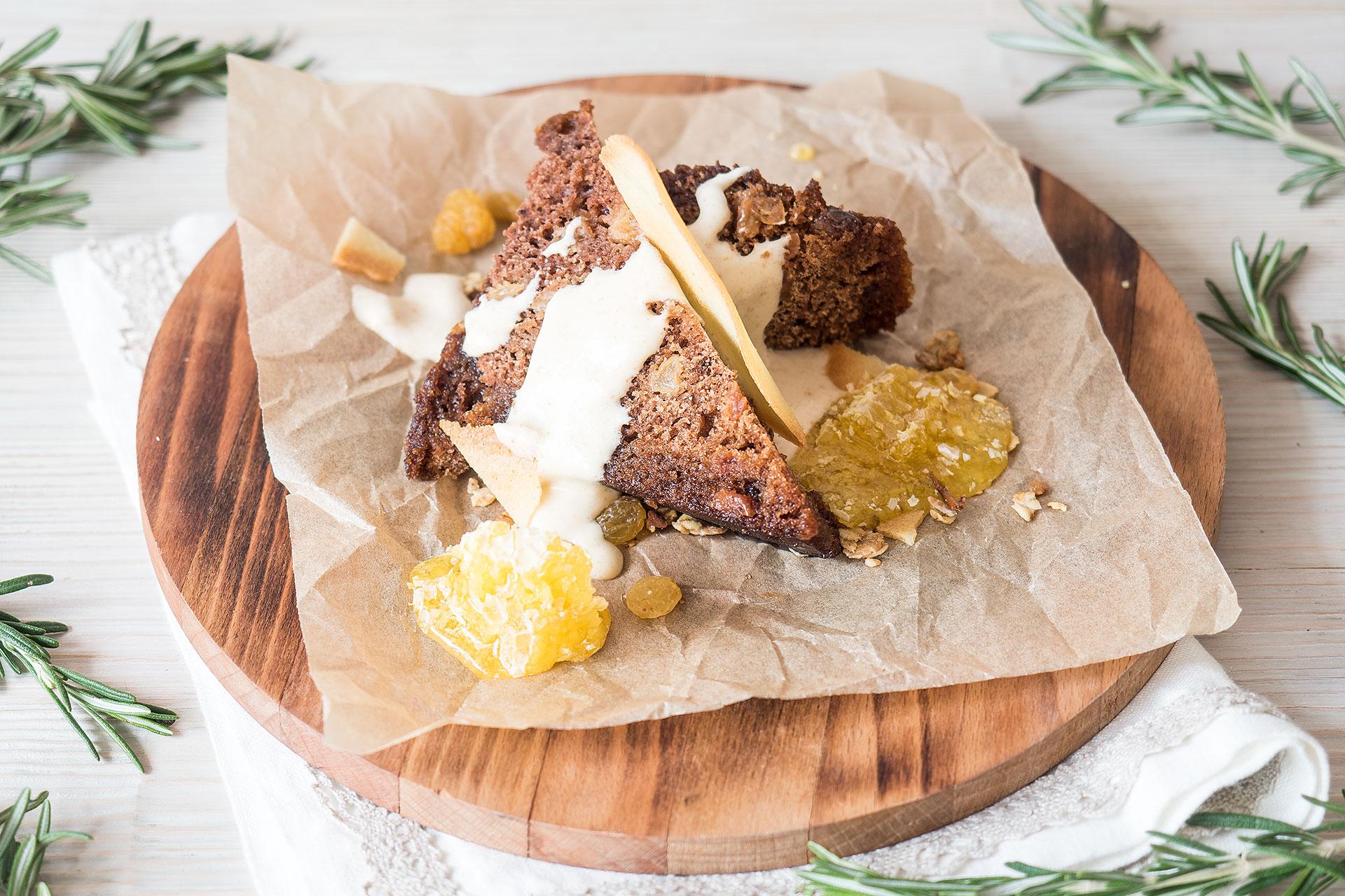 Ресторан Дом-кафе - Монастырская коврижка с соусом из халвы и медовыми сотами
