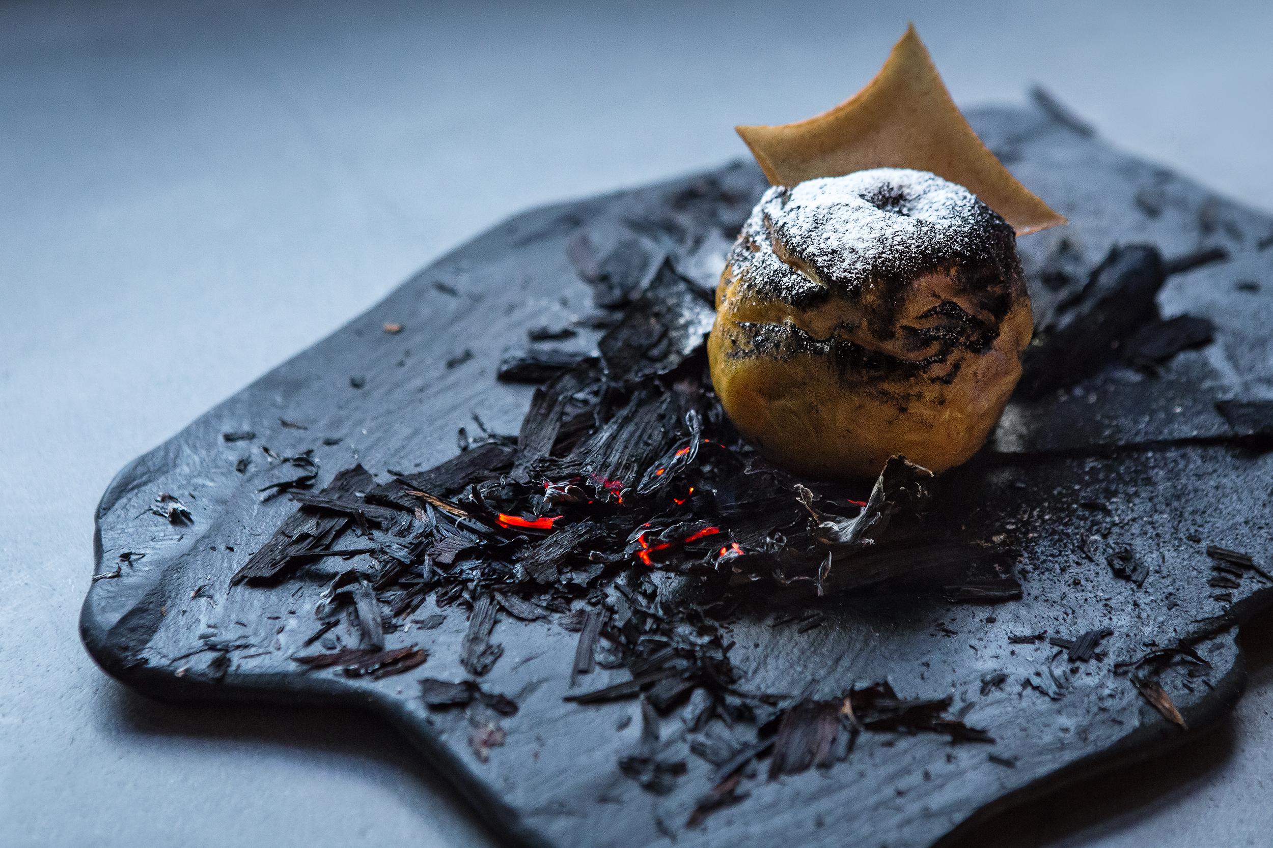 Ресторан Björn - Сожжёное яблоко