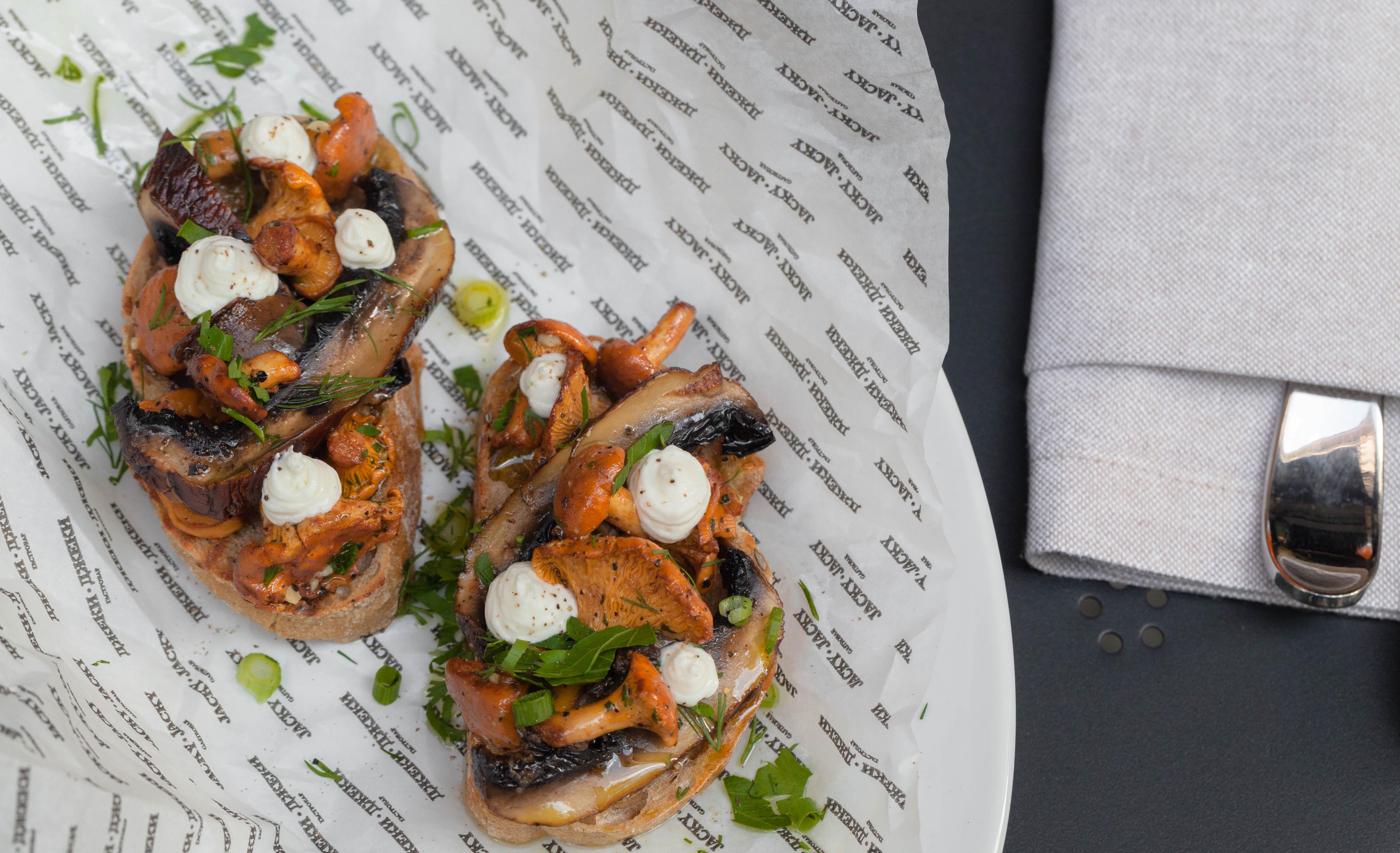 Ресторан Jacky Jacky Gastrobar - Кростини с лисичками