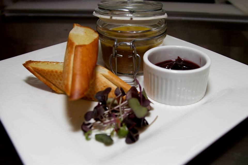 Ресторан Бельгийская брассери 0,33 - Домашний паштет с фуа-гра и луковым мармеладом